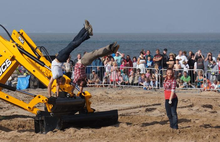 Motionhouse's Traction perform at Fleetwood Festival of Transport